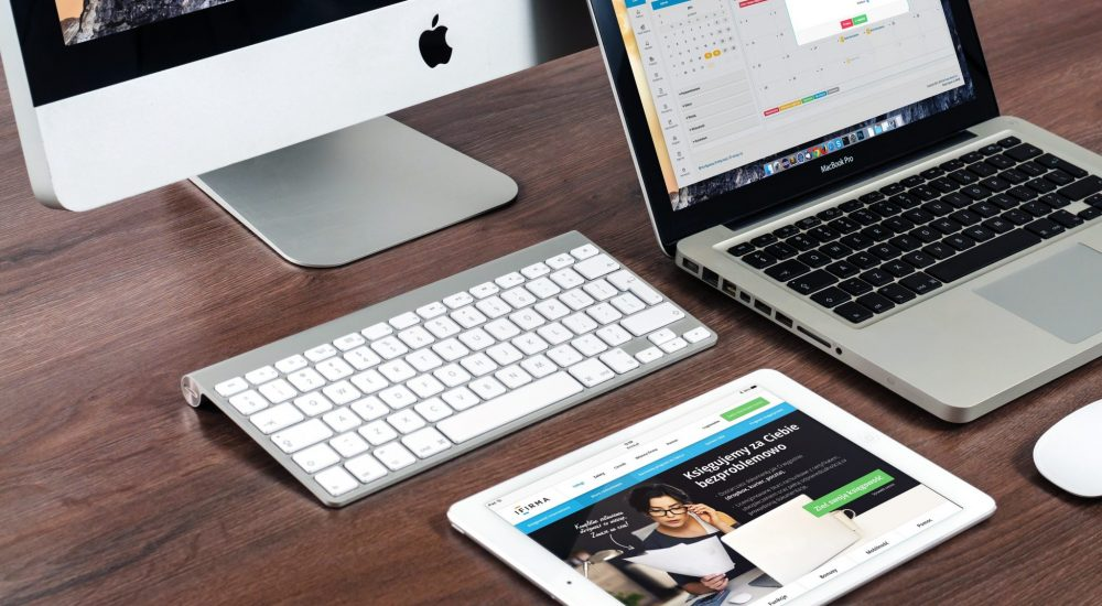 Mac macbook et ipad avec site internet